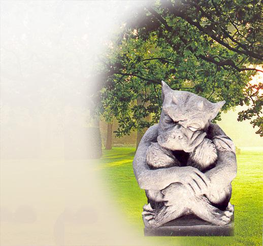 Steinfigur als gargoyle gartenfigur steinskulptur for Steinskulptur garten