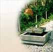 Scala: Mini Gartenspringbrunnen mit Pumpe